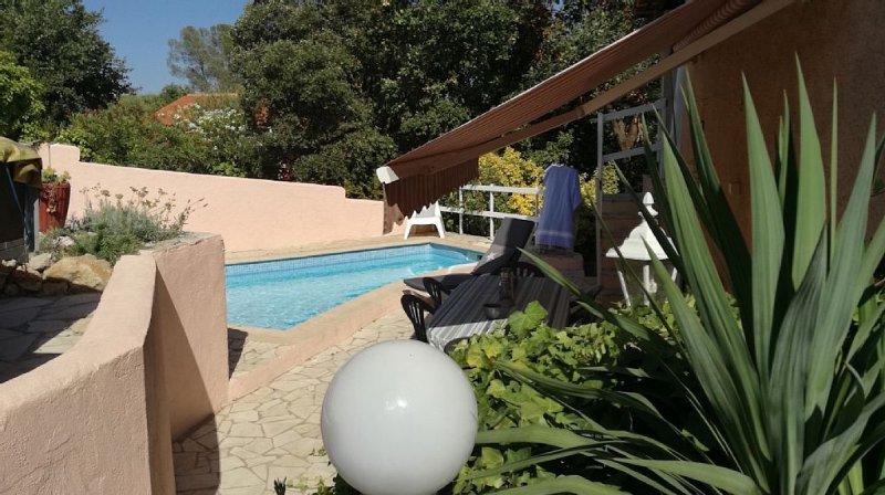 Belle maison provençale avec piscine privée, quartier calme et proche des plages, location de vacances à Fréjus