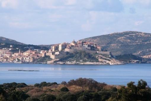 Harmonie et charme haut de gamme ,vue magique sur la baie : dern semaine dispo – semesterbostad i Calvi