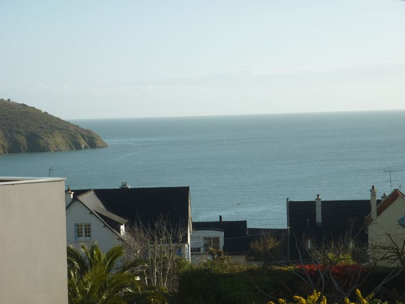 House view 300m from the beach to the sea (Bay of Saint-Brieuc), vacation rental in Hillion