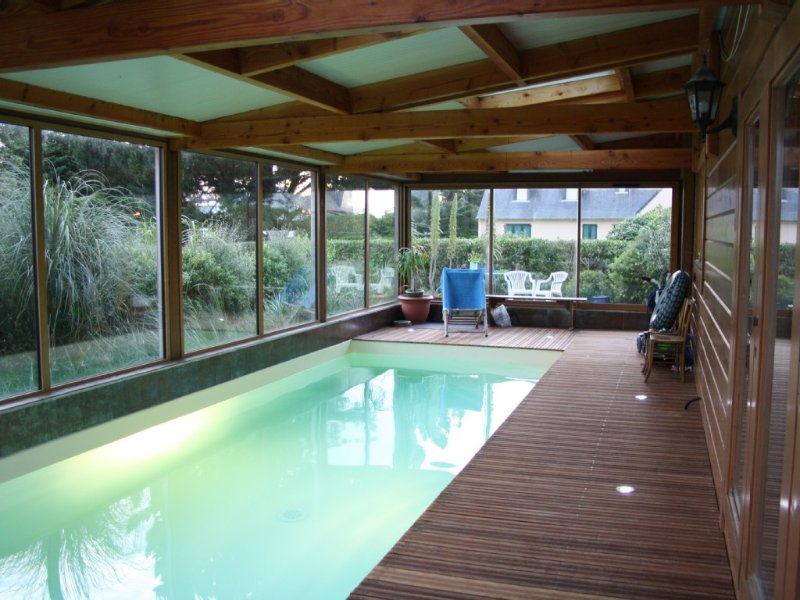 In Port Blanc, Great warm wooden house indoor pool, casa vacanza a Penvenan