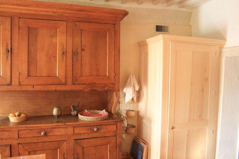 Maison de village près du Colorado et randonnées, holiday rental in Caseneuve