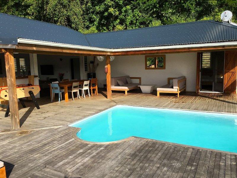 Villa de standing contemporaine avec piscine, proche plage du Gosier, holiday rental in Le Gosier
