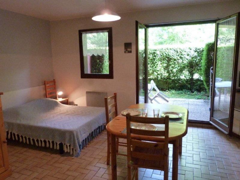 Studio avec jardin, lac d'annecy, holiday rental in Echarvines