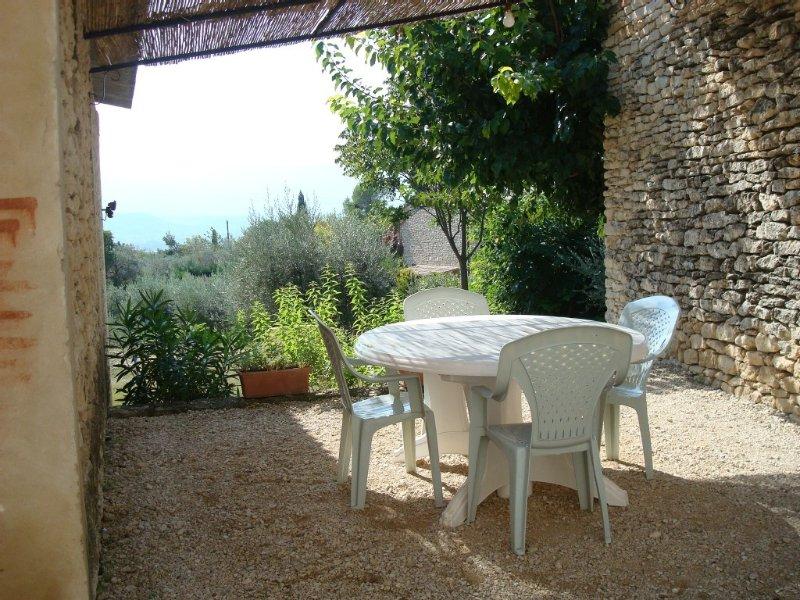 GIte dans un petit hameau tranquille de Gordes, holiday rental in Beaumettes