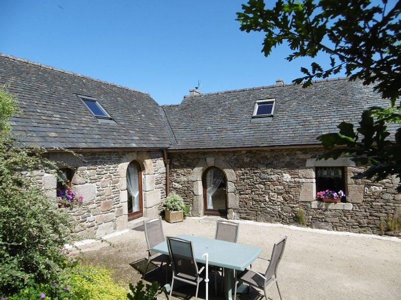Ty-coz ,vieille maison bretonne restaurée à Plougonven, holiday rental in Le Cloitre-Saint-Thegonnec