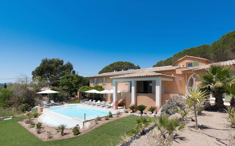 VILLA LAURIERS ROSES, Superbe villa 14px PROCHE DU CENTRE VILLE DE SAINT TROPEZ, location de vacances à Saint-Tropez