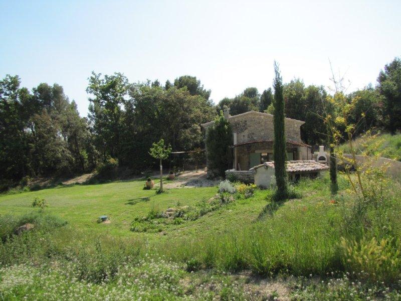Maison indépendante au Pieds Du Luberon proche de Cabriéres d'Aigues FR2RQ1YR, aluguéis de temporada em Saint-Martin-de-la-Brasque