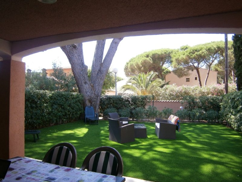 APPARTEMENT 2 P - Rez de Jardin, holiday rental in Roquebrune-sur-Argens