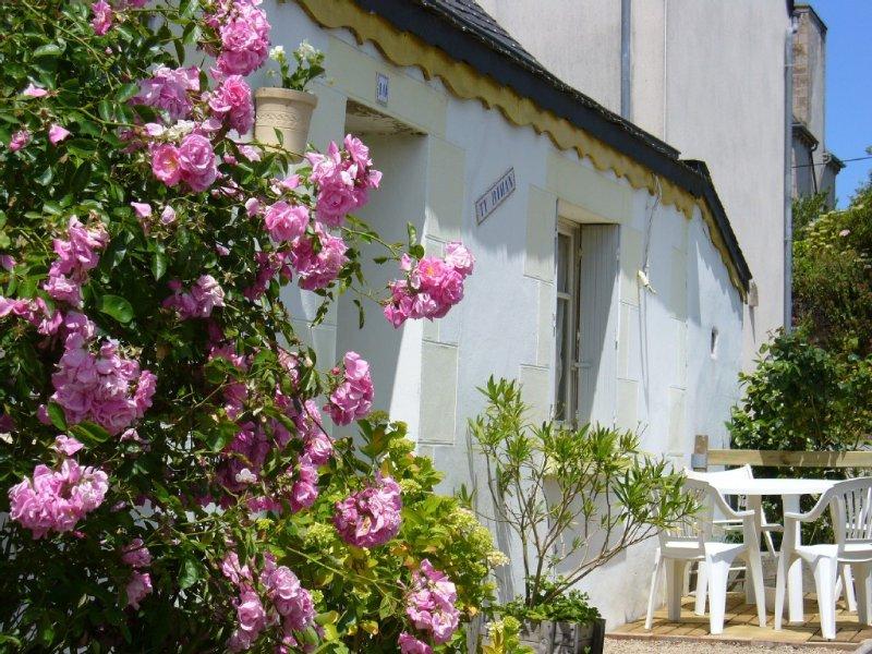 Maisonnette  de pécheur  dans un petit village située à 2,3 km de la mer, holiday rental in Plouezoc'h