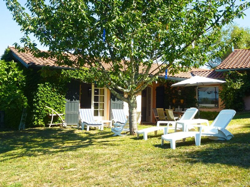 Maison d'hôte, 15 mn des plages, au calme, vue superbe sur les montagnes, WIFI, location de vacances à Pyrenees-Atlantiques