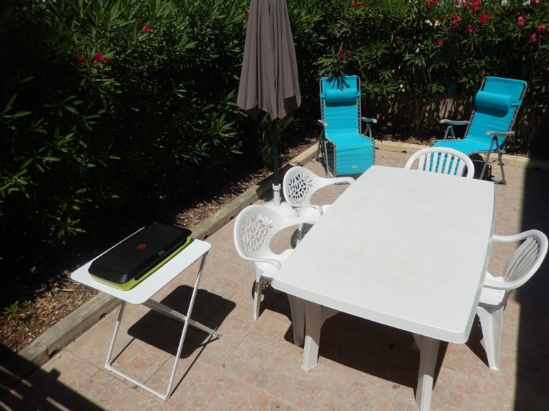 ST AYGULF, APARTMENT 2 bedrooms, 39 M2, and between TOWN BEACH (150m), Ferienwohnung in Fréjus