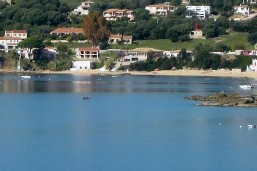 Villa individuelle, vue extra, terrain 8500m2, à 100m plage., holiday rental in Casaglione