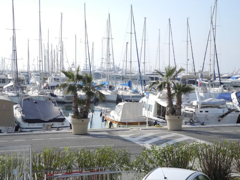 Très bel appartement 3 Pièces,Port Canto,croisette,2mn à pieds des plages, holiday rental in Cannes
