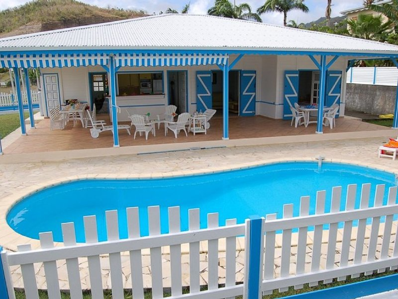 Beautiful and luxurious Creole villa with pool, 150 m away from the sea. Sleeps, holiday rental in Le Diamant