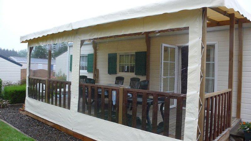 mobil home dans parc residentiel de loisirs situe a 150 metres de la mer ,, casa vacanza a Tregastel