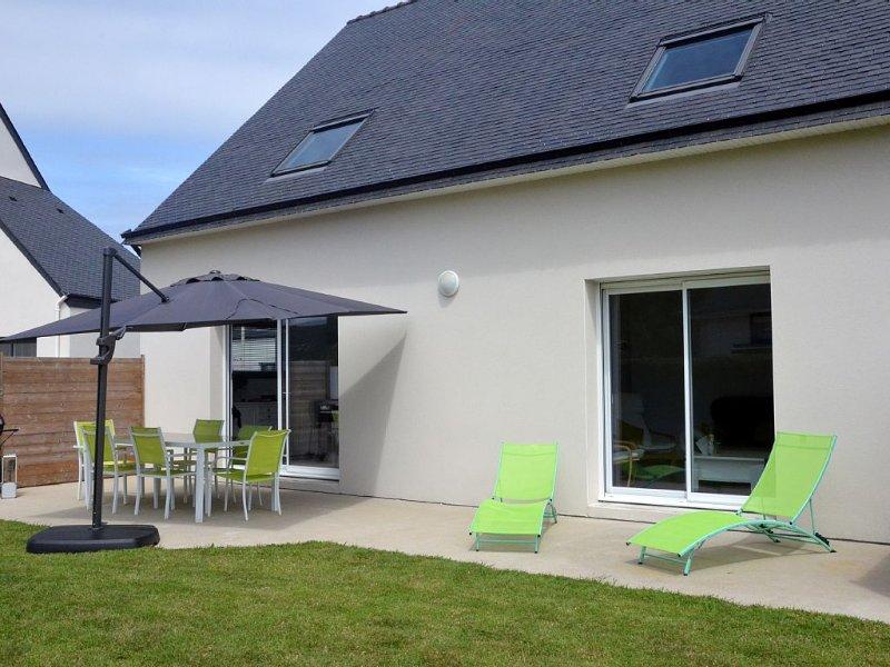 Jolie maison  sur jardin clos,proche des commodités à erdeven-wifi gratuit, vacation rental in Morbihan