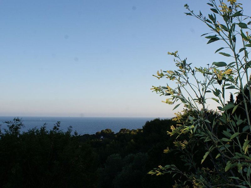the sea from the village of GIENS