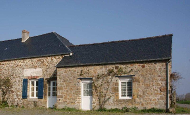 Maison typique bretonne dans la Baie du Mont Saint Michel (Saint Malo), casa vacanza a Hirel