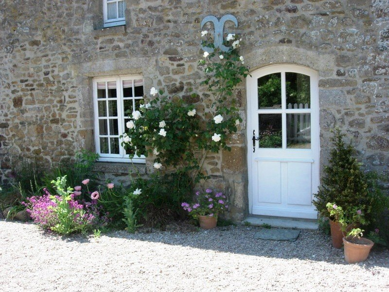 Cottage situated in quiet hamlet deep in countryside but only 4km from the sea., holiday rental in Teurtheville-Bocage
