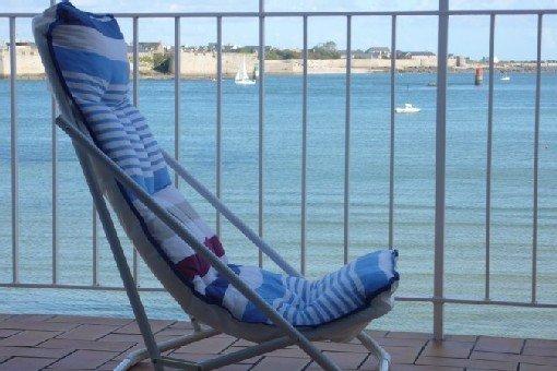 Pieds dans l'eau. Vue mer exception. Plage à 10 mètres. Calme. 5 ch., 10 pers., holiday rental in Port-Louis