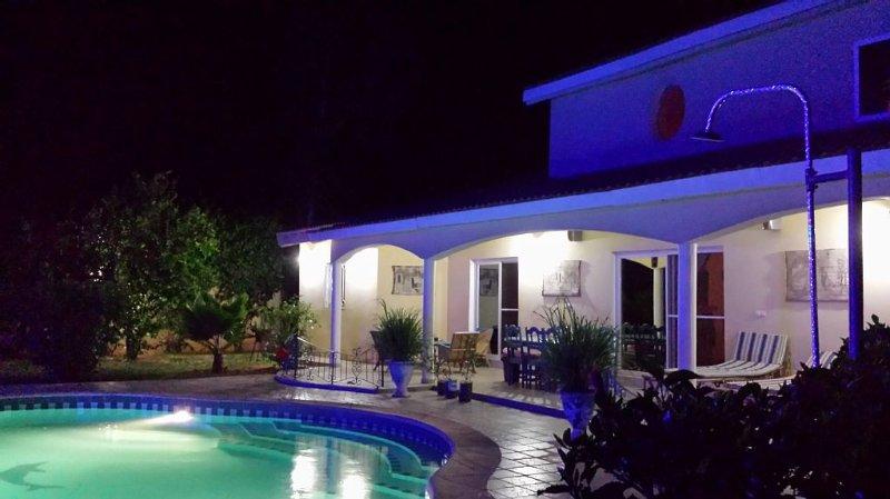 superbe villa la somone,  piscine, ch climatisées,75e nuitée/525e semaine, holiday rental in Guereo