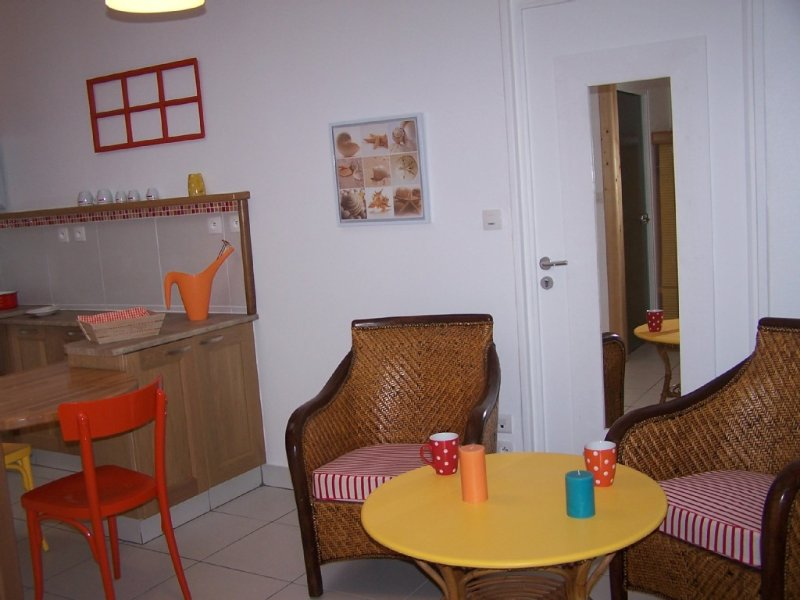 Plain pied NEUF pour 2 Personnes, jardin, CALME., vacation rental in Plourin