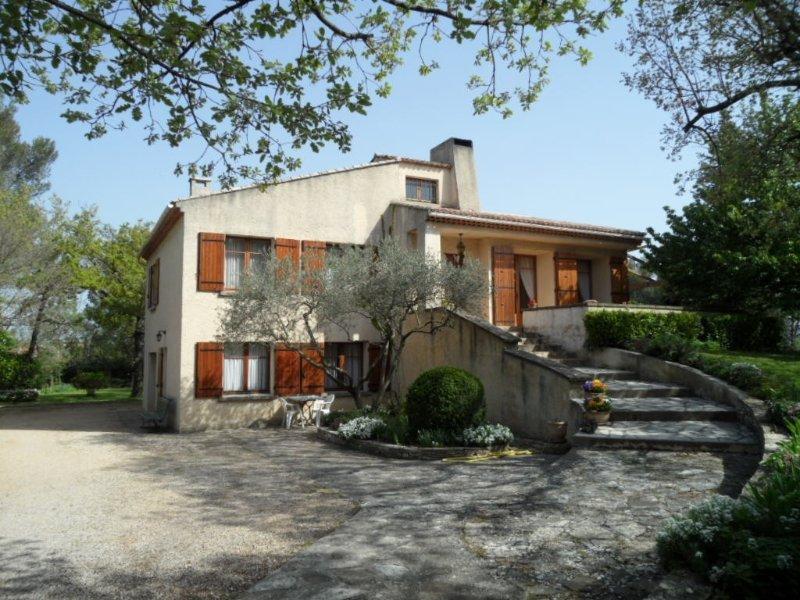 Location appartement Gréasque Aix-en -Provence Pays d'Aix pour 4 personnes, casa vacanza a Peypin