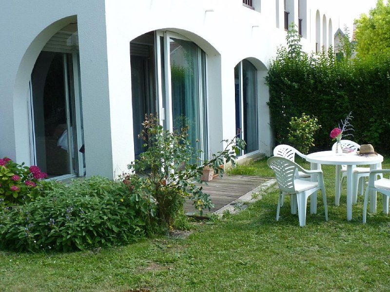 Centre ville - jardin bord de mer, holiday rental in l'Houmeau