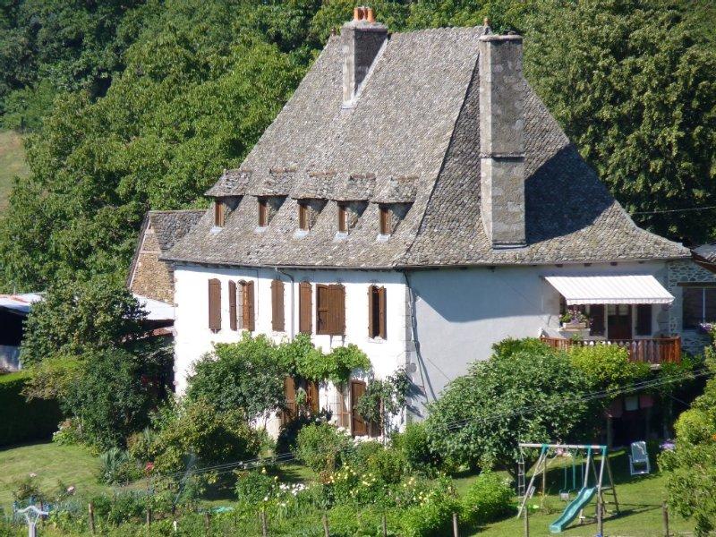 Location vacances dans une authentique ferme auvergnate, Auvergne Cantal, holiday rental in Senezergues