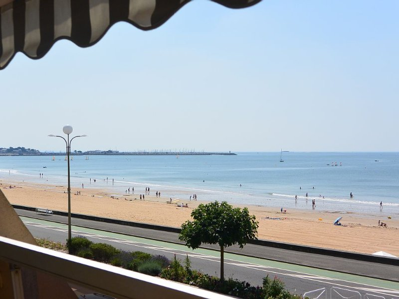 Bright apartment 3 rooms with stunning views over the bay, holiday rental in La-Baule-Escoublac