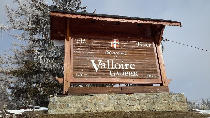 BEAUTIFUL THREE ROOMS IN A VERY NICE FAMILY STATION, holiday rental in Valloire