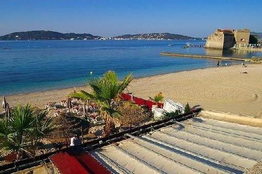 Vacances grand appart Mourillon 52 m2 les pieds dans l'eau proche commerces, aluguéis de temporada em Toulon