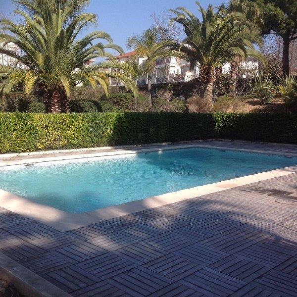 Nice, plein sud, vue mer, piscine, pkg, wifi, terrasse, proche plages/centre, Ferienwohnung in Nizza