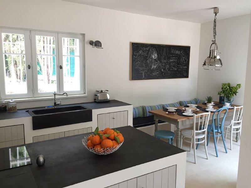 Maison de charme refaite à neuf (piscine, climatisation & wifi), holiday rental in Cavalaire-Sur-Mer