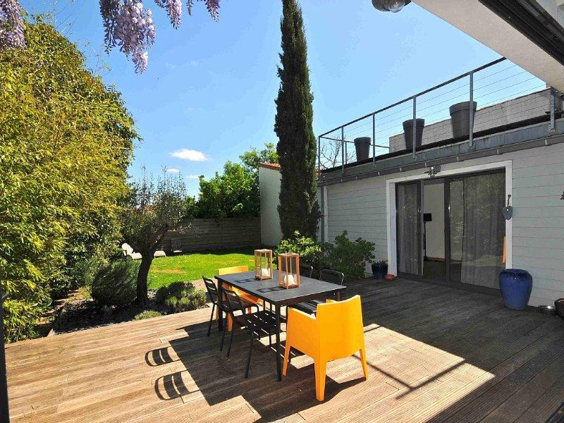 Maison La Rochelle, piscine, quartier calme résidentiel proche centre ville, vacation rental in La Rochelle