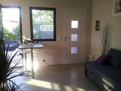 MAISON 45 m2 neuf contemporain PROCHE MER avec jardin privatif TOULON EST, holiday rental in Toulon