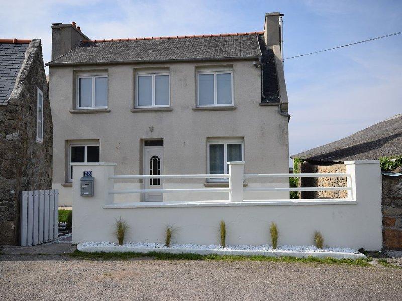 Maison surplombant la baie des trépassés, vacation rental in Cleden-Cap-Sizun