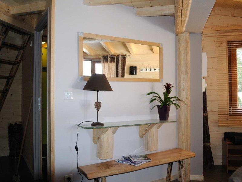 Chaleureux chalet, 2 chambres, 1 Salle de bains, 1 WC séparé, 5 personnes, aluguéis de temporada em Remoray-Boujeons