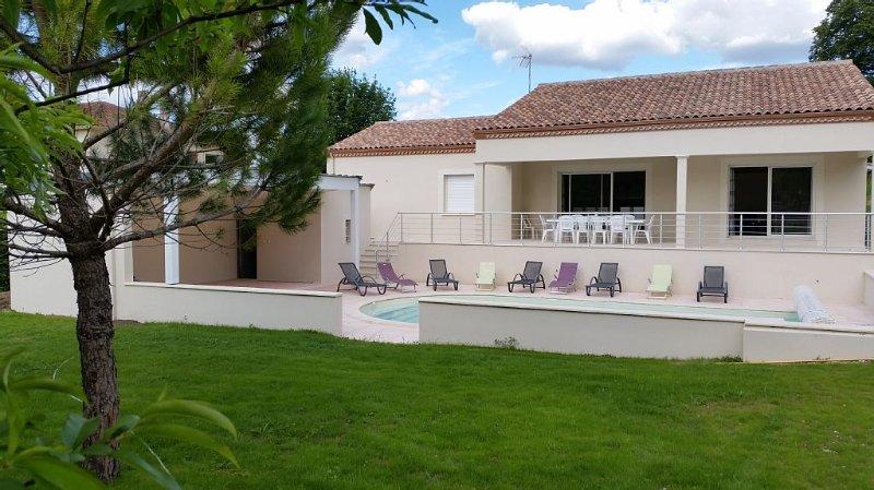 VILLA TOURNONNAISE 4* AU PIED D'UNE BASTIDE ROYALE DU XIII SIECLE, holiday rental in Tournon-d'Agenais