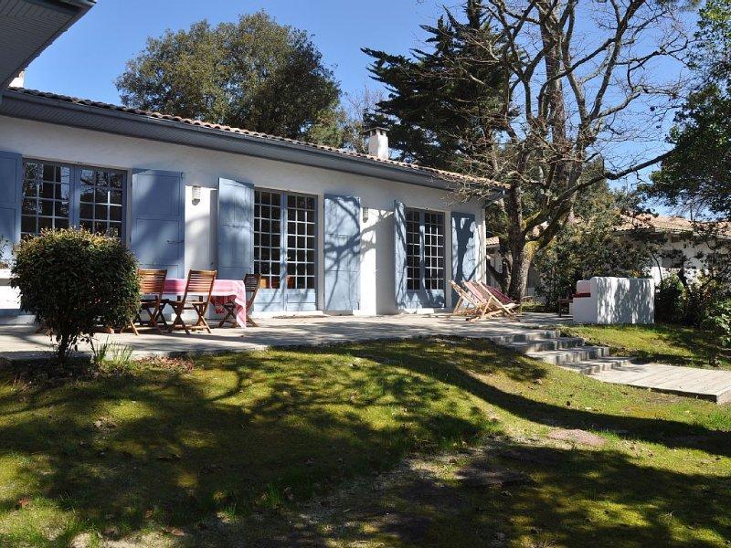 Beautiful villa 200 metres away from the sea and all shops., location de vacances à La Teste-de-Buch
