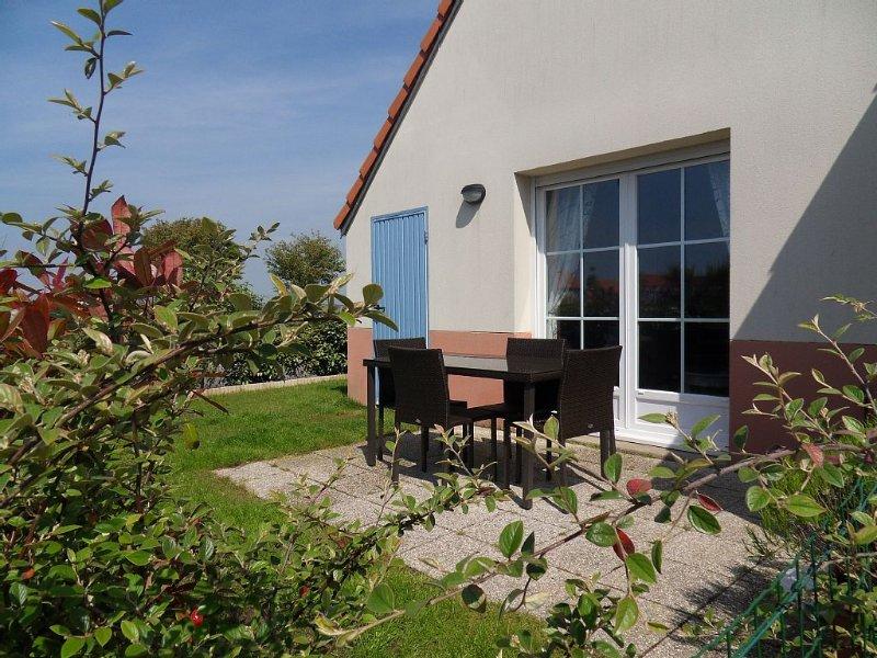 A 8 min de la plage à pied : Jolie maison avec jardin clôturé et Parking gratuit, vacation rental in Somme
