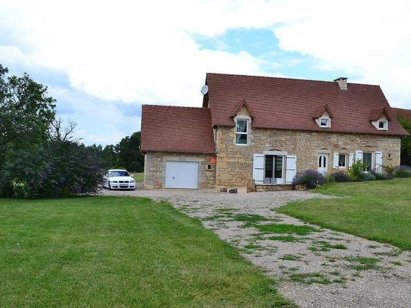 maison  4 *, 6/8 pers, sur 5000m², climatisée, wifi, holiday rental in Lanuejouls