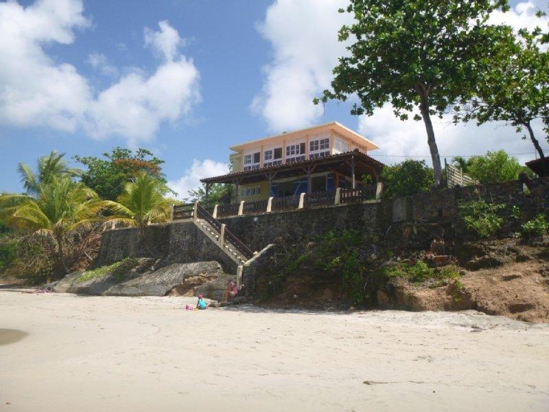 Villa LES PIEDS DANS L'EAU, holiday rental in Le Diamant