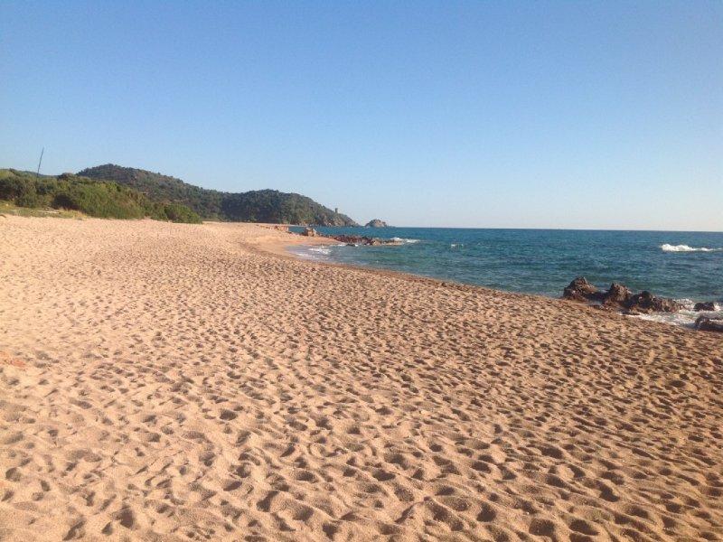 VILLA LES PIEDS DANS L'EAU (50 mètres plage) Pinarrello ste Lucie Porto vecchio, alquiler de vacaciones en Sainte Lucie de Porto-Vecchio