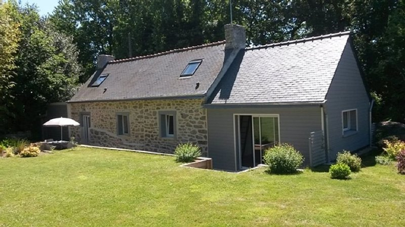 detached cottage on the seafront 2-6 South Brittany seats WIFI 2 terraces, vacation rental in Riec-sur-Belon