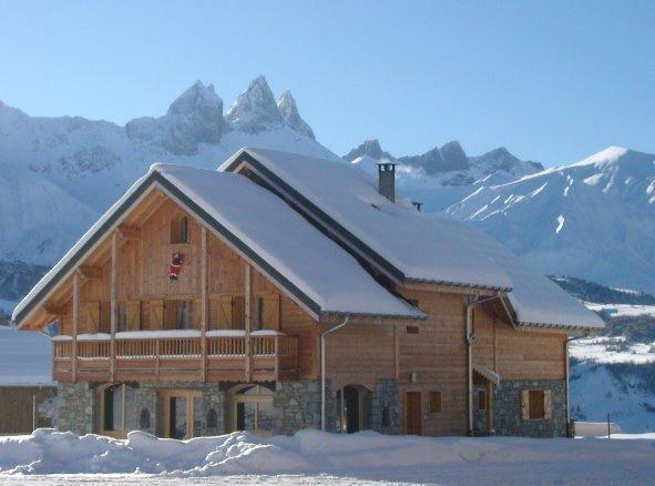 Au pied des pistes de ski et commerces, très bel appartement duplex dans chalet, holiday rental in Mont-Denis