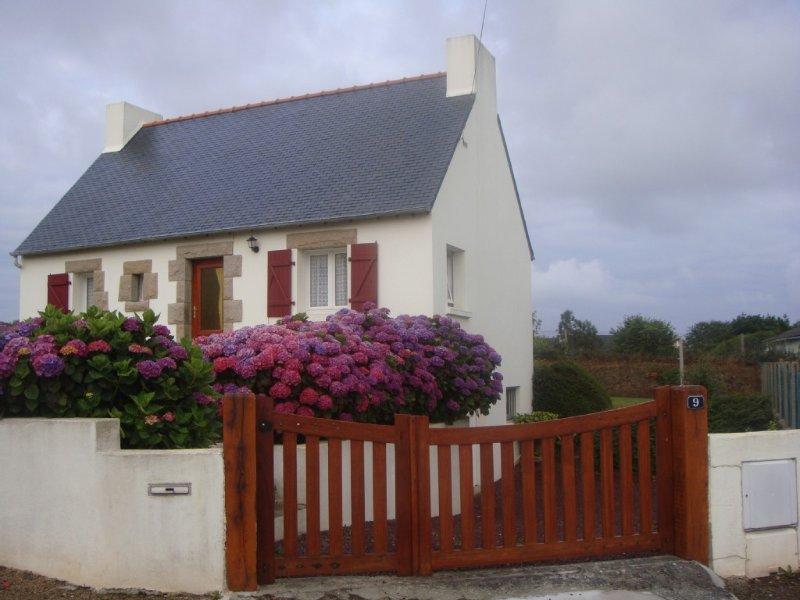 Maison traditionnelle bretonne à Perros-Guirec dans une impasse très calme-WIFI, holiday rental in Cotes-d'Armor