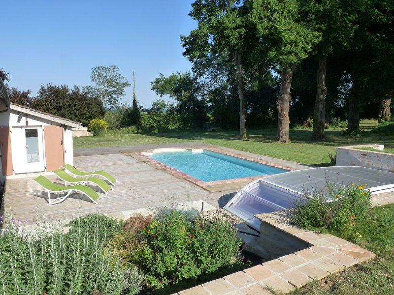 FERME TRADITIONNELLE RESTAUREE CADRE ET VUE EXCEPTIONNELLE, vacation rental in Lot-et-Garonne