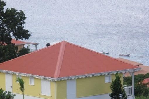BEL APPARTEMENT AU BOURG DES ANSES D'ARLET AVEC UNE VUE MER INOUBLIABLE!!!!!, holiday rental in Les Anses d'Arlet
