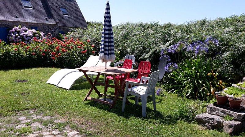 Maisonnette Bretonne Typique dans un  hameau du  Cap de la Chèvre – semesterbostad i Crozon